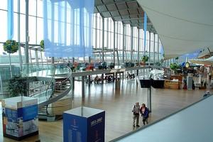 Autovuokraamo Tukholma Lentokenttä