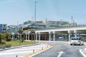 Autovuokraamo Bari Palese Lentokenttä