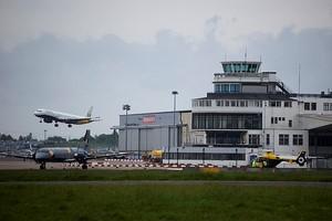 Autovuokraamo Birmingham Lentokenttä