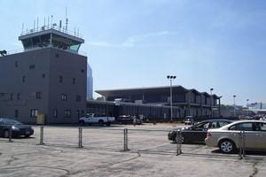 Autovuokraamo Cleveland Lentokenttä