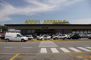 Autovuokraamo Milano Malpensa Lentokenttä