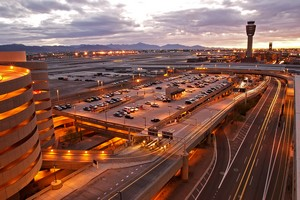 Autovuokraamo Phoenix Lentokenttä