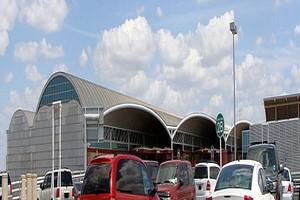 Autovuokraamo San Antonio Lentokenttä