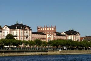Autovuokraamo Wiesbaden
